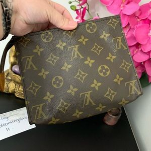 Louis Vuitton Toiletry 19